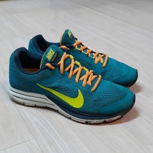 Nike Structure 17 tennis rubber shoes sz 7.5